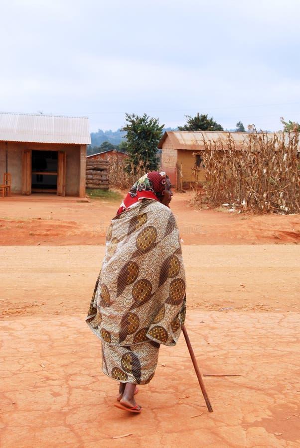 Een oude Afrikaanse vrouw, Pomerini, Tanzania, Afrika 012 stock afbeelding