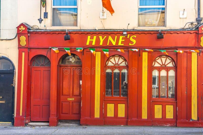 Een oude bar in Ierland stock foto's