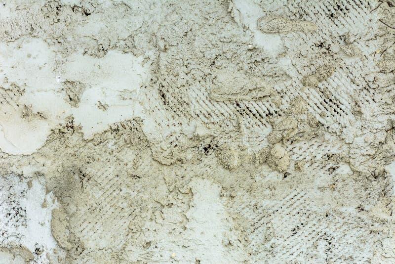 Een oude geweven muur, waar het pleister met achterstand barstte stock foto's