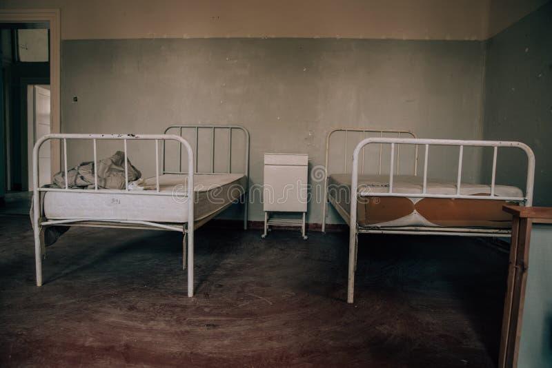 Een oude kliniek met slechte geduldige voorwaarden Veronachtzaamde hygi?ne, gebiedsvoorwaarden stock afbeelding