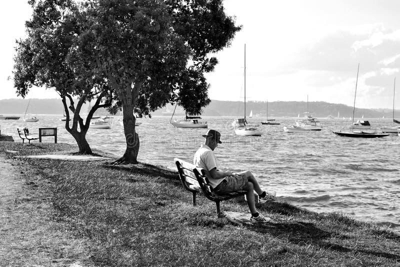 Een Oude Mens en de Baai stock afbeelding