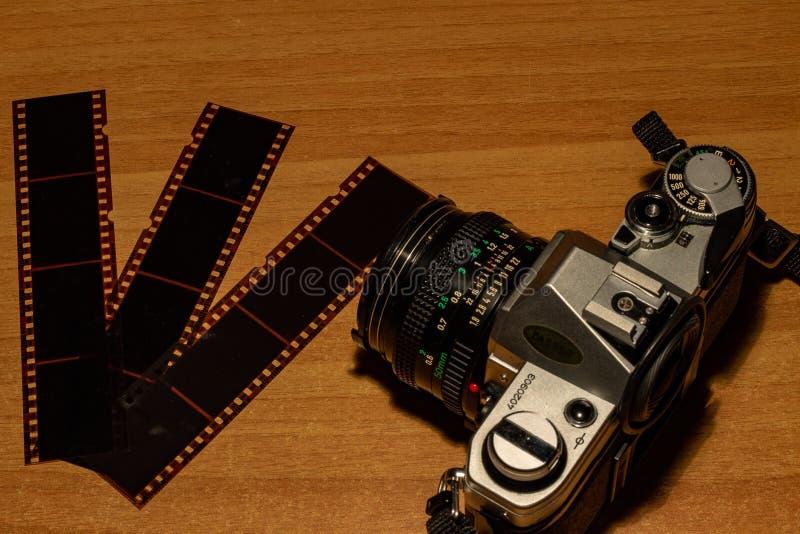 Een oude nog werkende camera, zijn te ontwikkelen films zich royalty-vrije stock fotografie