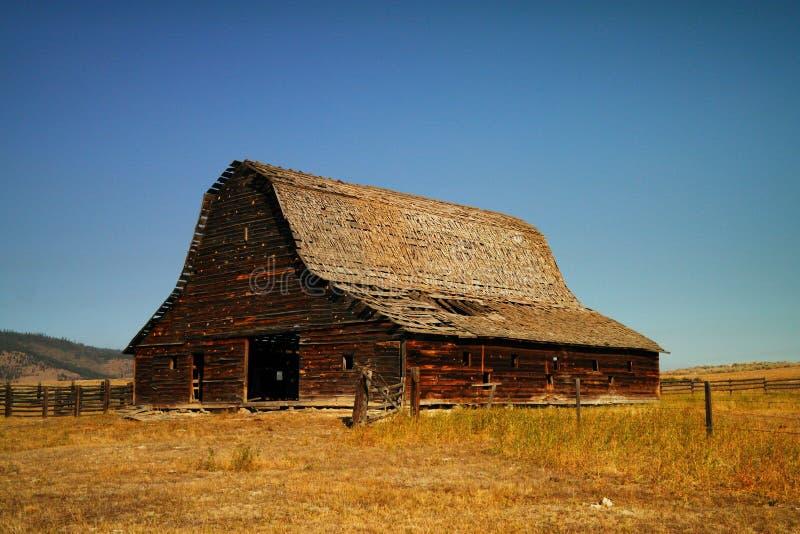 Een oude schuur dichtbij Kalispel Montana stock fotografie