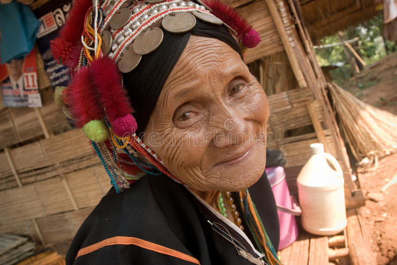 Een oude vrouw van de etnische Groep van Akha royalty-vrije stock afbeelding