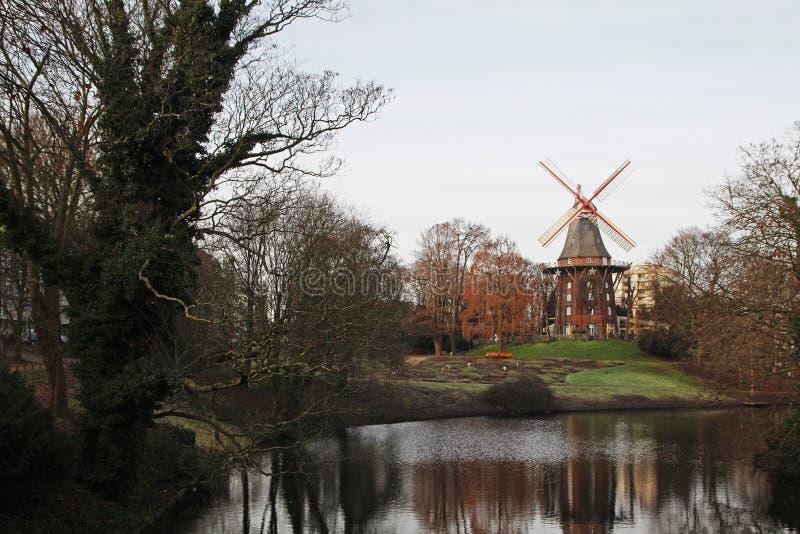 Een oude windmolen in Bremen, Duitsland stock afbeeldingen