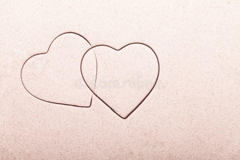 Een paar harten in het zand stock afbeelding
