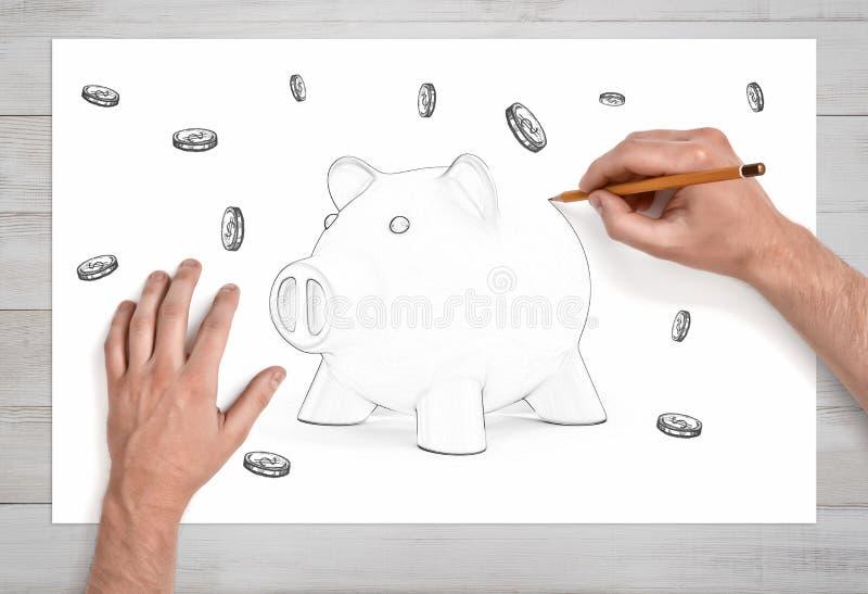 Een paar van mannetje dient dichte mening in trekt de laatste die lijn op een potloodschets van een spaarvarken door vele muntstu royalty-vrije stock foto's