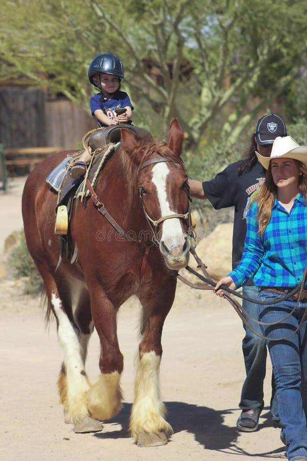 Een Paardrit in Oud Tucson, Tucson, Arizona royalty-vrije stock foto's