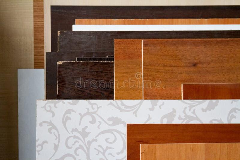 Een pak delen van particleboard in de meubilair productie royalty-vrije stock afbeelding