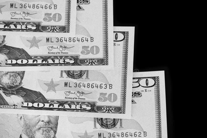 Een pak van vijftig dollarsrekeningen op donkere dichte omhooggaand als achtergrond Rebecca 36 stock fotografie