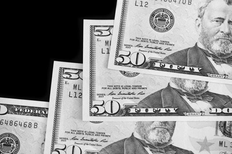 Een pak van vijftig dollarsrekeningen op donkere dichte omhooggaand als achtergrond Rebecca 36 stock foto