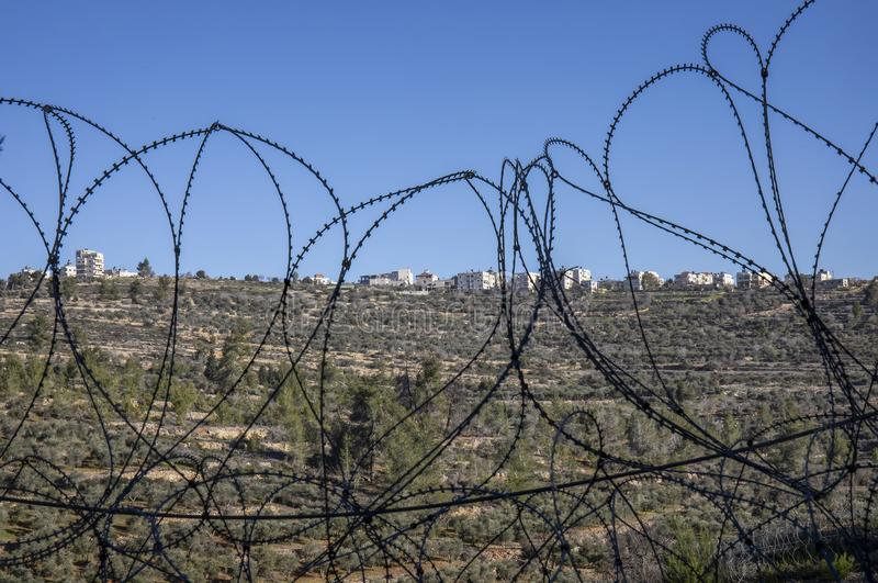 Een Palestijns Dorp door Prikkeldraad royalty-vrije stock afbeeldingen