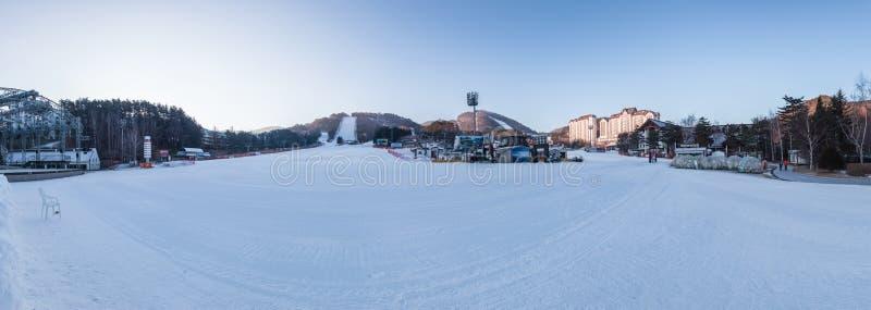 Een panaroma van een het ski?en toevlucht in Korea royalty-vrije stock foto's