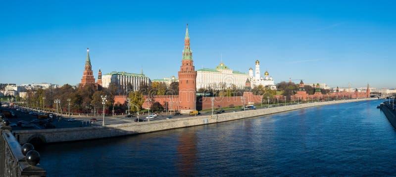 Een panorama van de rivier van het Kremlin en Moskva-, Moskou, Rusland royalty-vrije stock foto's