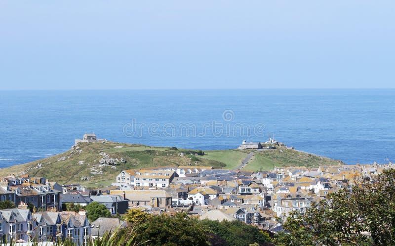Een panorama van Land's End in Cornwall, neemt uit Heilige Ives Op het recht, het Eerste en Laatste verfrissingenhuis in Engeland royalty-vrije stock afbeeldingen