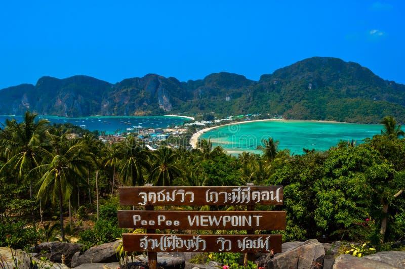 Een panorama vanuit Koh Phi Phi-gezichtspunt, Phuket, Thailand royalty-vrije stock foto
