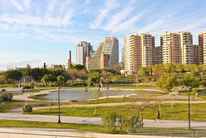 Een park en een woonwijk in Valencia royalty-vrije stock foto