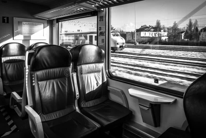 Een passagierstrein Het binnenland van de auto van de eerste klasse royalty-vrije stock afbeeldingen