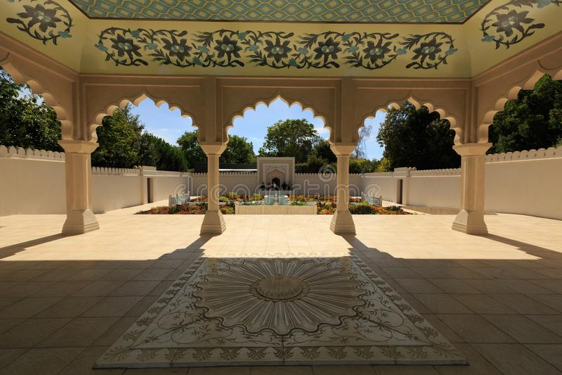 Een paviljoen in de Indische tuin van Klusjesbagh, Hamilton Gardens, Hamilton, Nieuw Zeeland royalty-vrije stock afbeelding