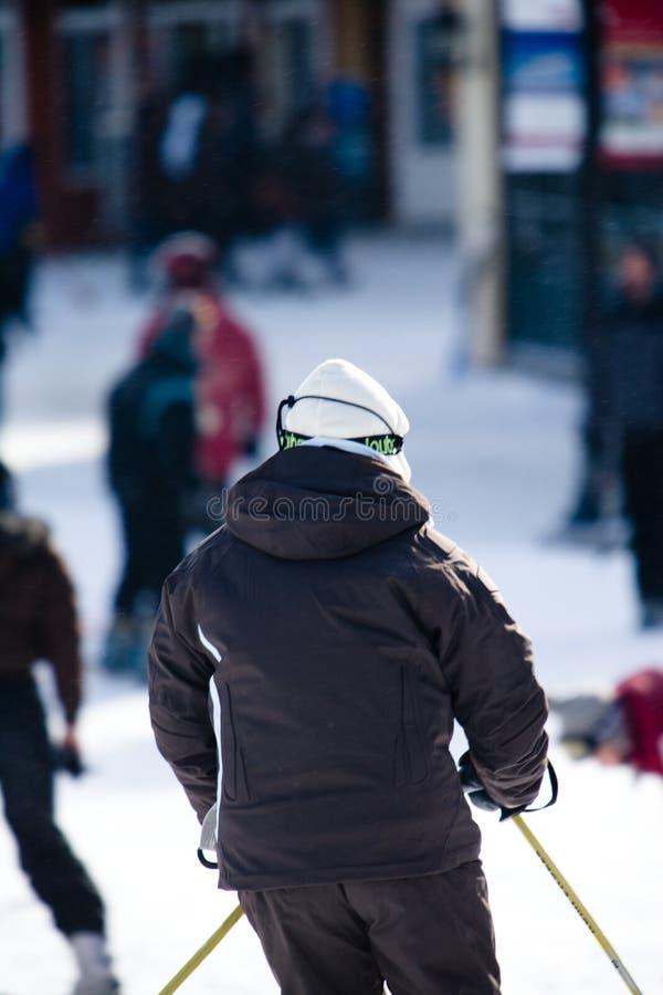 Een persoon die van het skiån geniet stock fotografie