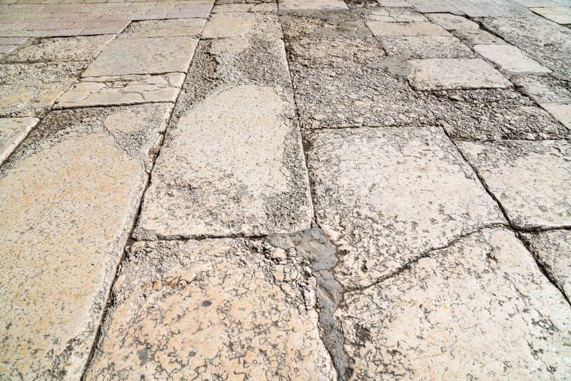 Een perspectiefmening van een oude baksteen De stoeptegel, de textuur van de stoep op de Tempel zet in Jeruzalem op royalty-vrije stock foto's