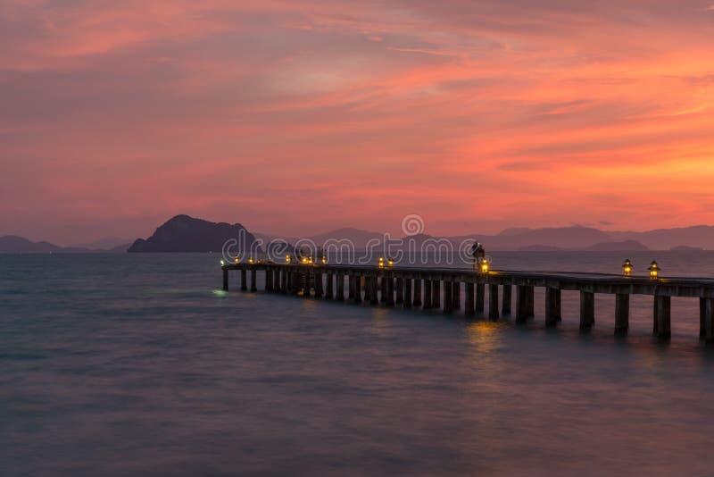 Een pijler bij zonsondergang stock afbeelding