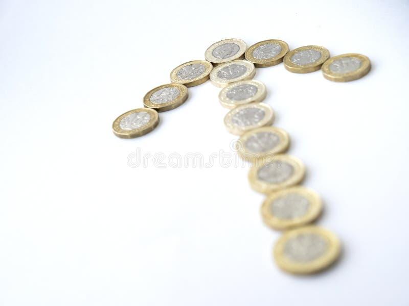 Een pijlvorm uit verscheidene pond Sterlingmuntstukken dat wordt samengesteld royalty-vrije stock foto's