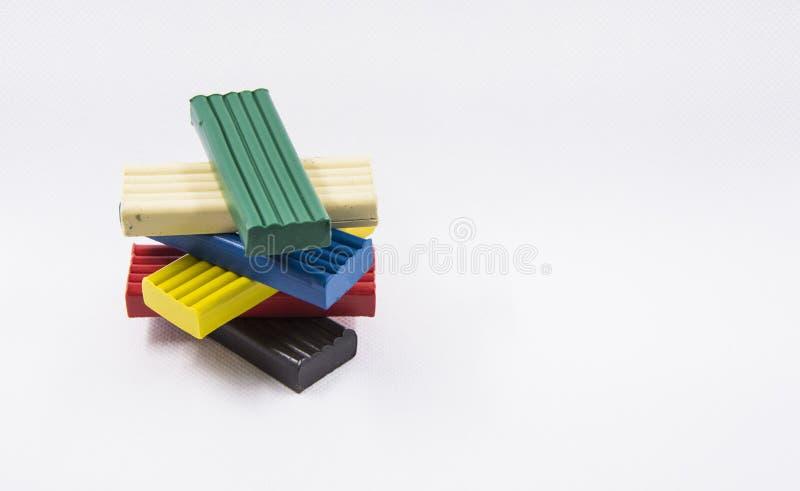 Een piramide van de plasticine van kinderen stock afbeelding