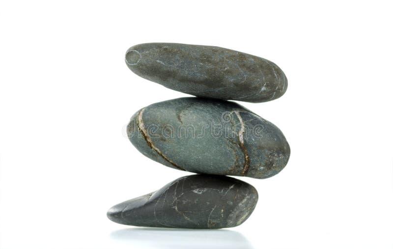 Een piramide van drie stenen in evenwicht royalty-vrije stock foto's