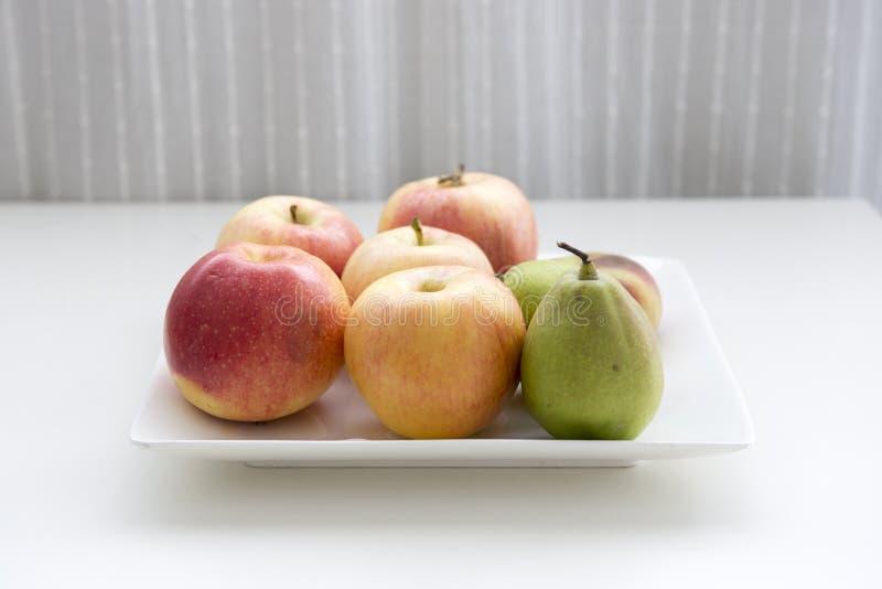 Een plaat van fruit stock afbeelding