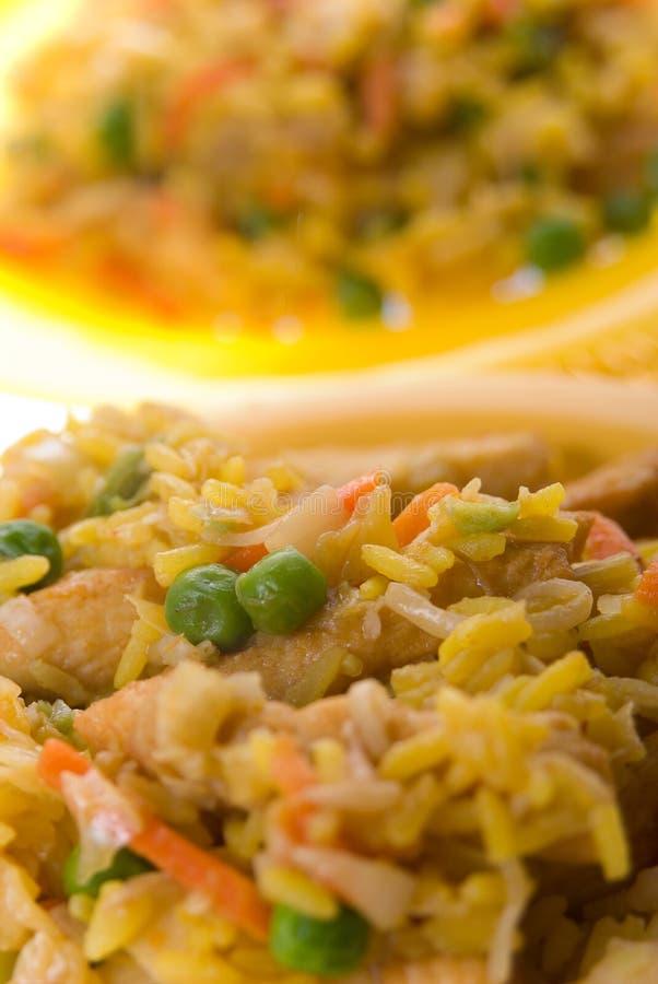 Een plaat van heerlijke oosterse gebraden rijst stock foto
