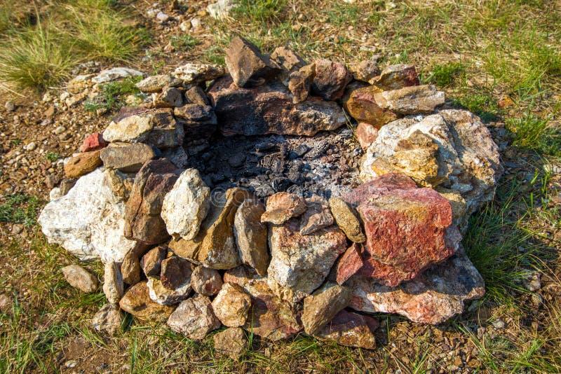 Een plaats voor een kampvuur van stenen stock afbeelding
