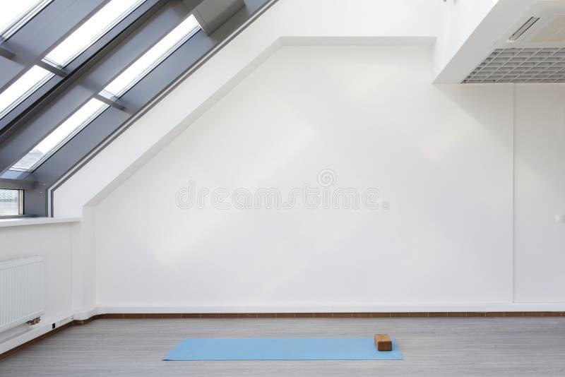 Een plaats voor sporten die in yoga en fitness opleiden royalty-vrije stock afbeelding