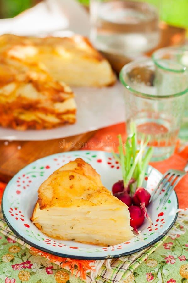 Een Plak van Gelaagde Aardappel bakt royalty-vrije stock afbeeldingen
