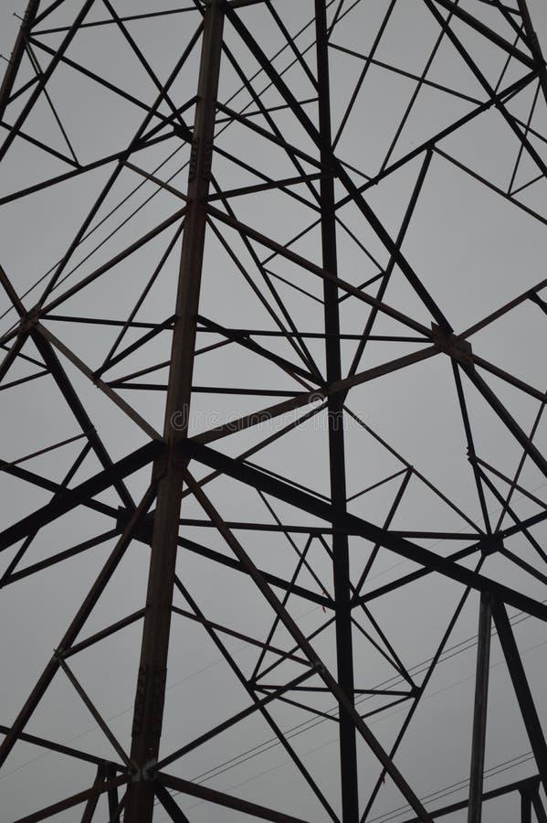 Een pool van de hoogspanningmacht biedt unieke geometrische vormen aan stock foto's