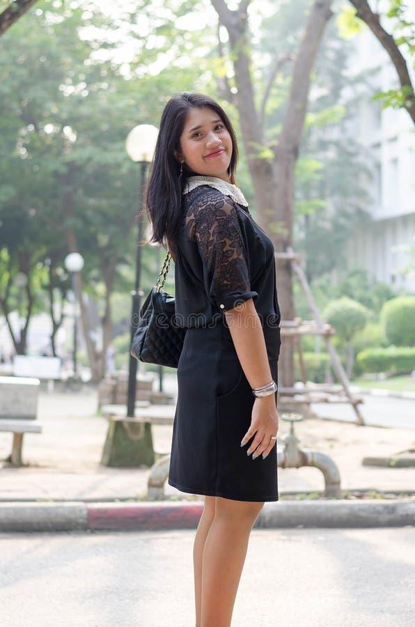 Een portret van een mooie jonge Aziatische bedrijfsvrouw stock afbeeldingen