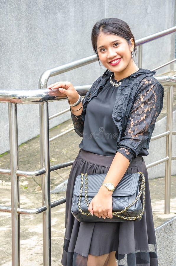 Een portret van een mooie jonge Aziatische bedrijfsvrouw stock foto