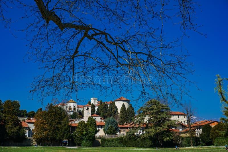 Een prachtige mening van het kasteel van Masino stock afbeeldingen