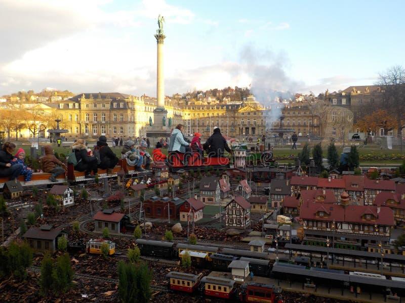 Een pret minitrein in de verbazende Kerstmismarkten van Stuttgart, Duitsland royalty-vrije stock fotografie