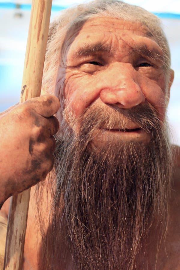 Een realistische reproductie van een voorhistorische oude mens royalty-vrije stock foto's