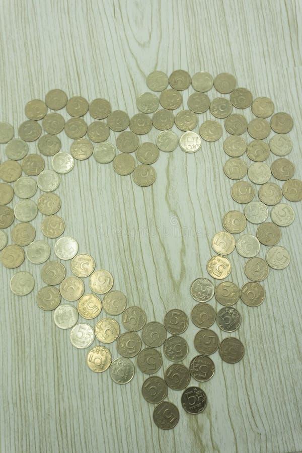 Een reeks eurocent muntstukken die een hart verlaten gaf leeg gebied gestalte stock fotografie