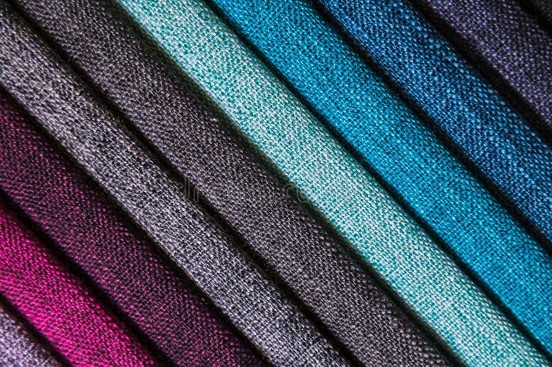 Een reeks steekproeven van de decoratielijnen van het stoffenmeubilair van textieltexturen Multicolored strepenstoffering Wijze e royalty-vrije stock afbeelding