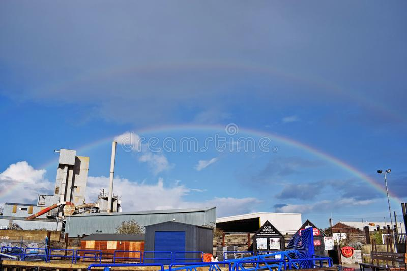 Een regenboog over de hemel in Kent England royalty-vrije stock afbeeldingen