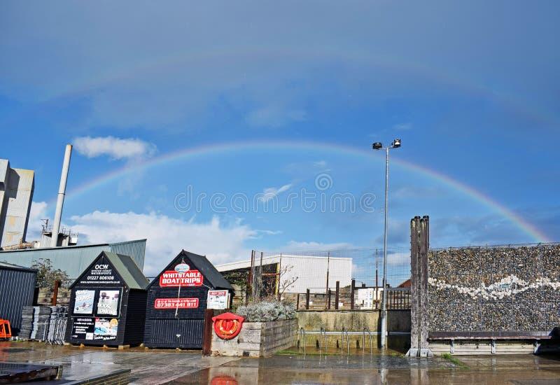 Een regenboog over de hemel in Kent England stock fotografie