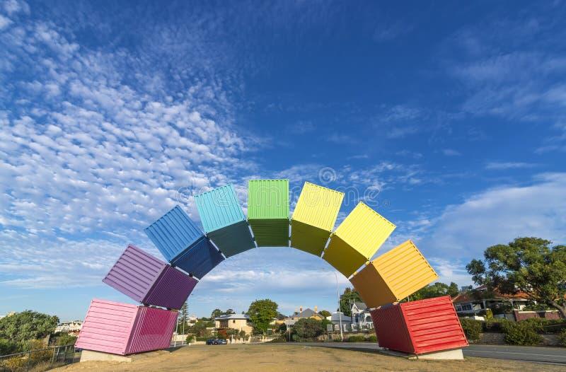 Een regenboog van overzeese containers tegen een mooie blauwe hemel in Fremantle, Westelijk Australië royalty-vrije stock foto