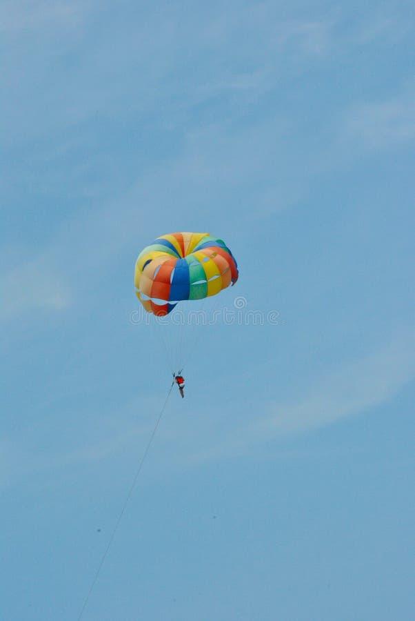 Een reis in een ballon of een valscherm royalty-vrije stock afbeelding