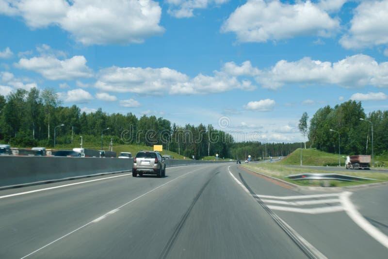 Een reis door auto aan de mooie plaatsen van de stad van St. Petersburg stock foto