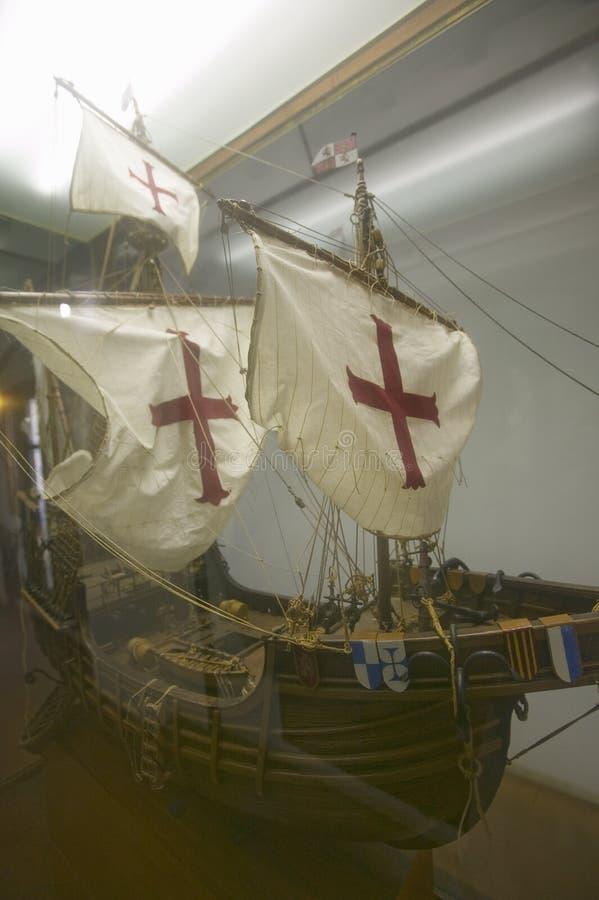 Een replica van het varende schip van Santa Maria bij 15de eeuw Franciscan Monasterio DE Santa Marï ¿ ½ een DE-bida ½, Palos de l royalty-vrije stock afbeeldingen