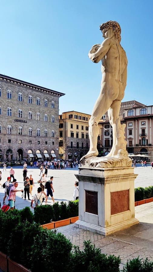 Een replica van Michelangelo& x27; s David plaatste buiten Palazzo Vecc stock foto