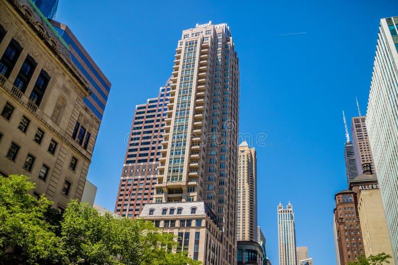 Een reusachtig wolkenkrabbergebouw in Chicago, Illinois stock fotografie